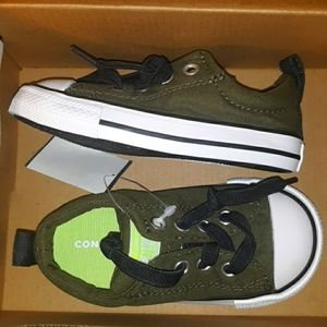 NWT Converse Infant/Toddler Chuck Taylor Sneakers